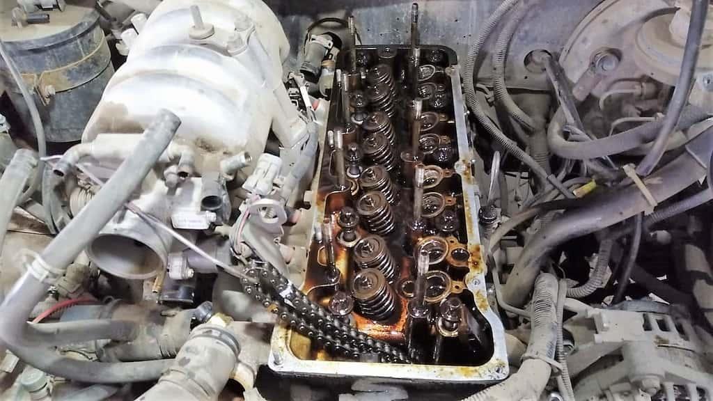 ремонт двигателя автомобиль Нива
